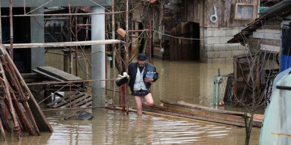 Vanredna-situacija-u-11-opstina-zbog-poplava
